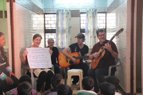 Team from New York visits Asha Slum Communities
