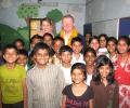 Australian Deputy High Commissioner visits an Asha slum
