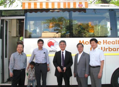 Delegation of Japanese Ministers visits Asha slums