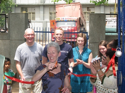 Liz Davison & Team at Jeewan Nagar 31 Aug 2012 001