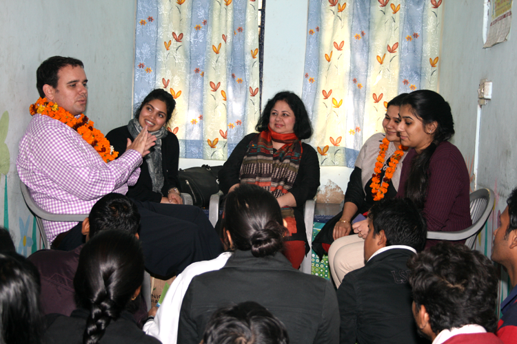 Mr Appleton in conversation with university students form  Jeevan Nagar slum colony