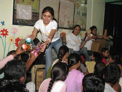 The team distributes the gifts they had brought for the children