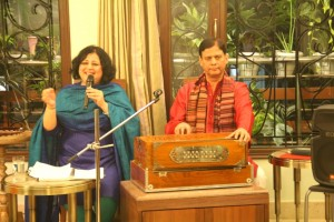Dr Kiran sings for the gathering