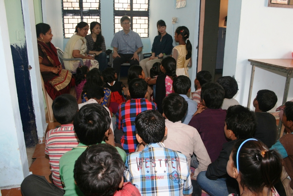 Mr Jonathan Tow in conversation with children from Jeevan Nagar slum colony