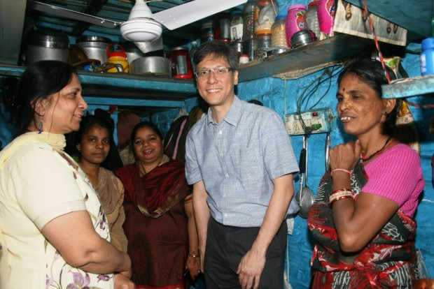 Mr Jonathan Tow, Deputy High Commissioner, Singapore visits Jeevan Nagar slum colony