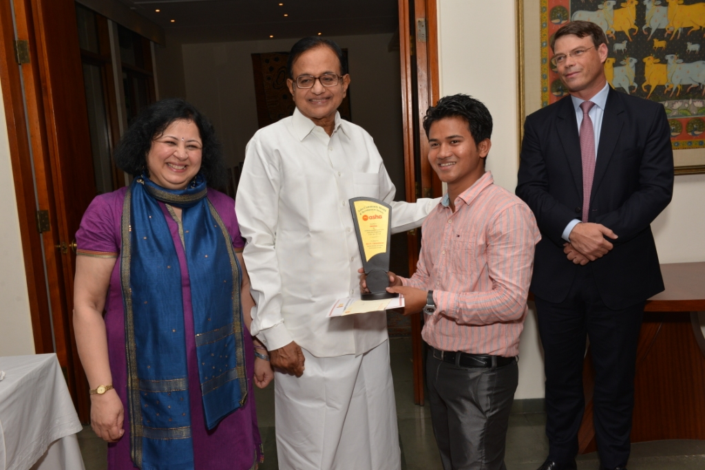 Akhlaq from Chanderpuri slum colony receiving award from Mr Chidambaram for his outstanding achievement during his internship at the New Zealand High Commission