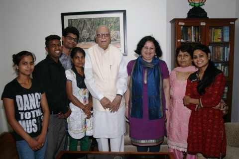 College students from Asha slum communities meets Mr LK Advani