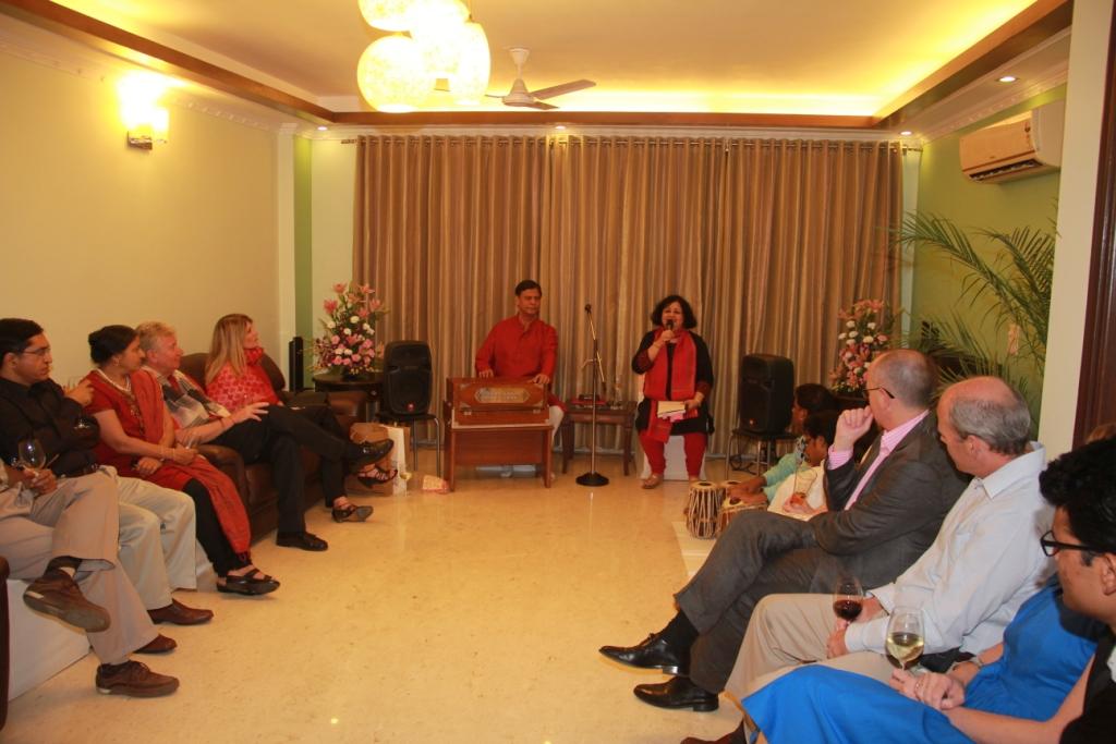 Dr Kiran Martin accompanied by Guru Vinod Kumar Ji presenting ghazal