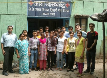Mazars and F1F9 employees at one of the Asha slums