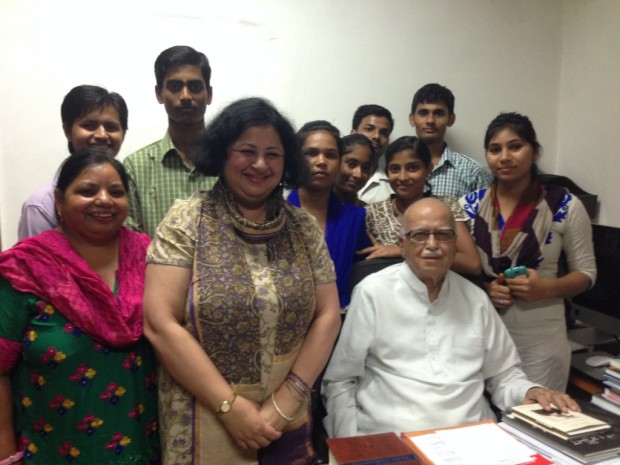 LK Advani congratulates new university entrants from Asha slum communities