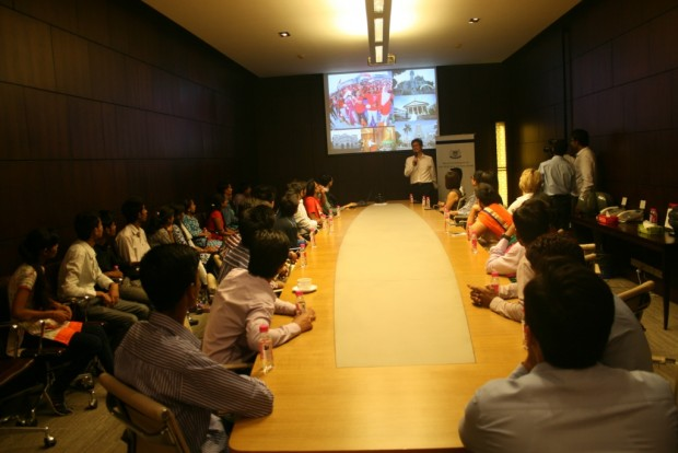 Singapore High Commission hosts dinner for Asha students
