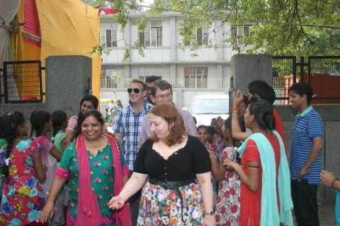 Team from Australian World Orchestra visits an Asha slum