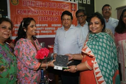 Rotary Club donates medical equipment to Asha
