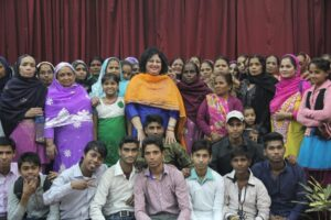 Students and Women's association from Seelampur with Dr Kiran