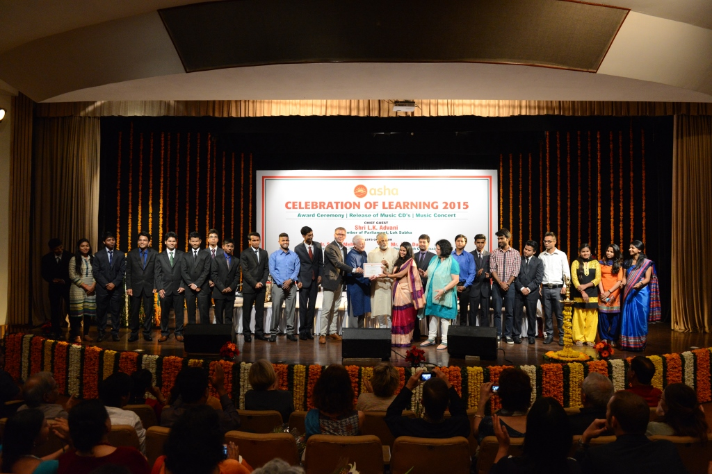 Asha Student Ambassadors being felicitated for their amazing contributions towards promoting Asha's Higher Education programme in the slums of Delhi