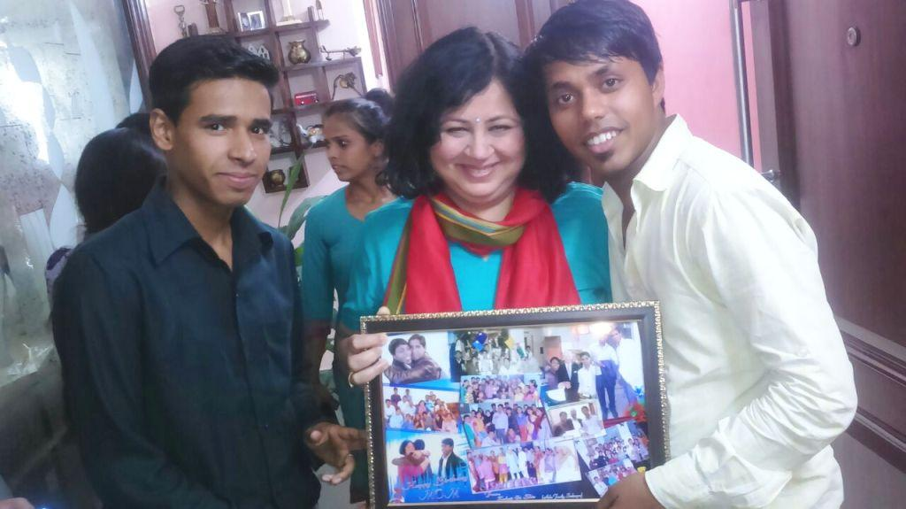 Jubair and Shiv presenting a gift to Dr Kiran
