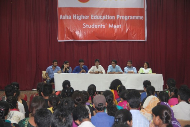 Student Ambassadors lead a Panel Discussion for University Entrants