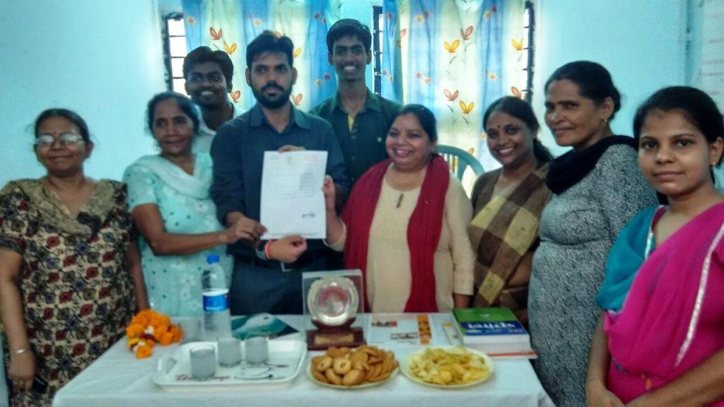 Anna Nagar MLA Praveen Kumar presenting an appreciation letter to the Asha Team