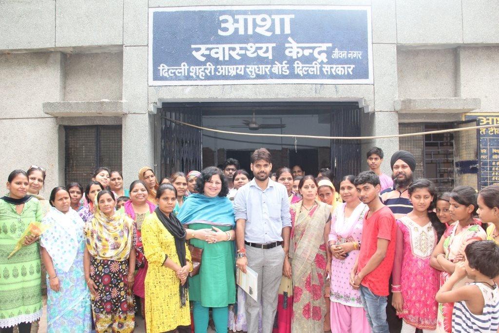 Jeewan Nagar MLA Praveen Kumar with Dr Kiran and the Asha community members