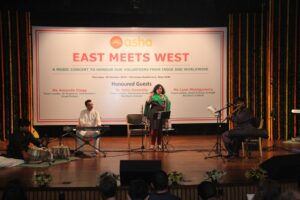 Dr Kiran singing at the event, with her musicians