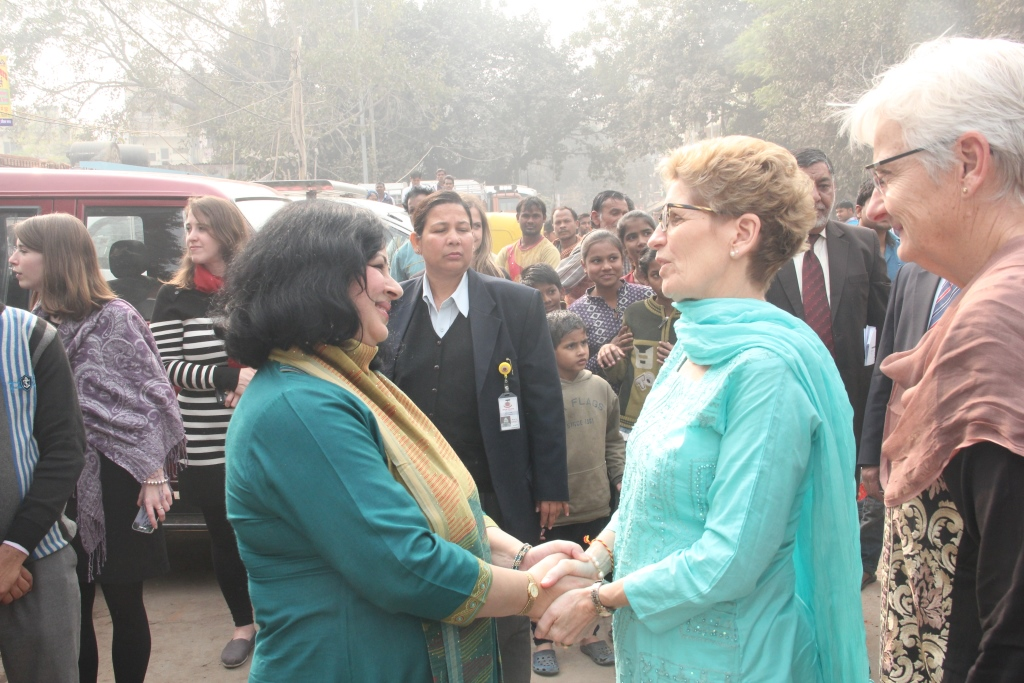 Dr Kiran welcoming Hon. Kathleen Wynne at Jeevan Nagar slum colony