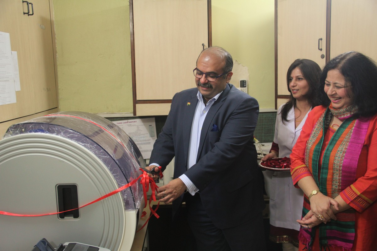 Mr Dhawan inaugurating the fully automated biochemistry analyser