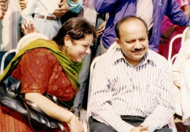 Dr Kiran in conversation with Dr Harsh Vardhan during an Asha event in 1994