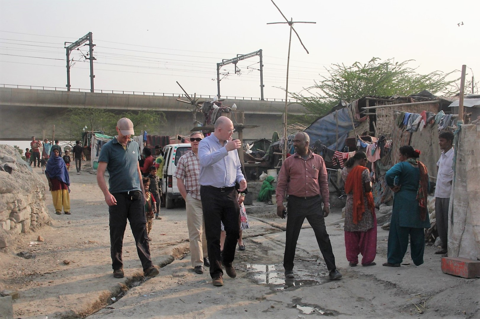 Asha team member, Subodh giving an overview about the new Seelampur slum area.