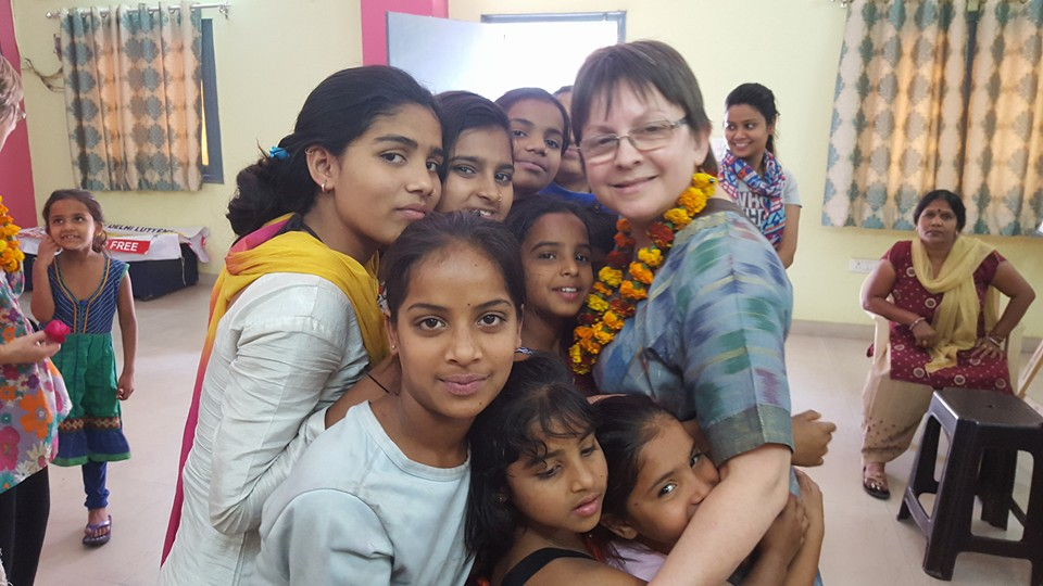 Julie Hogben, practicing Asha value – the power of touch - with Asha children at Ekta Vihar slum colony.
