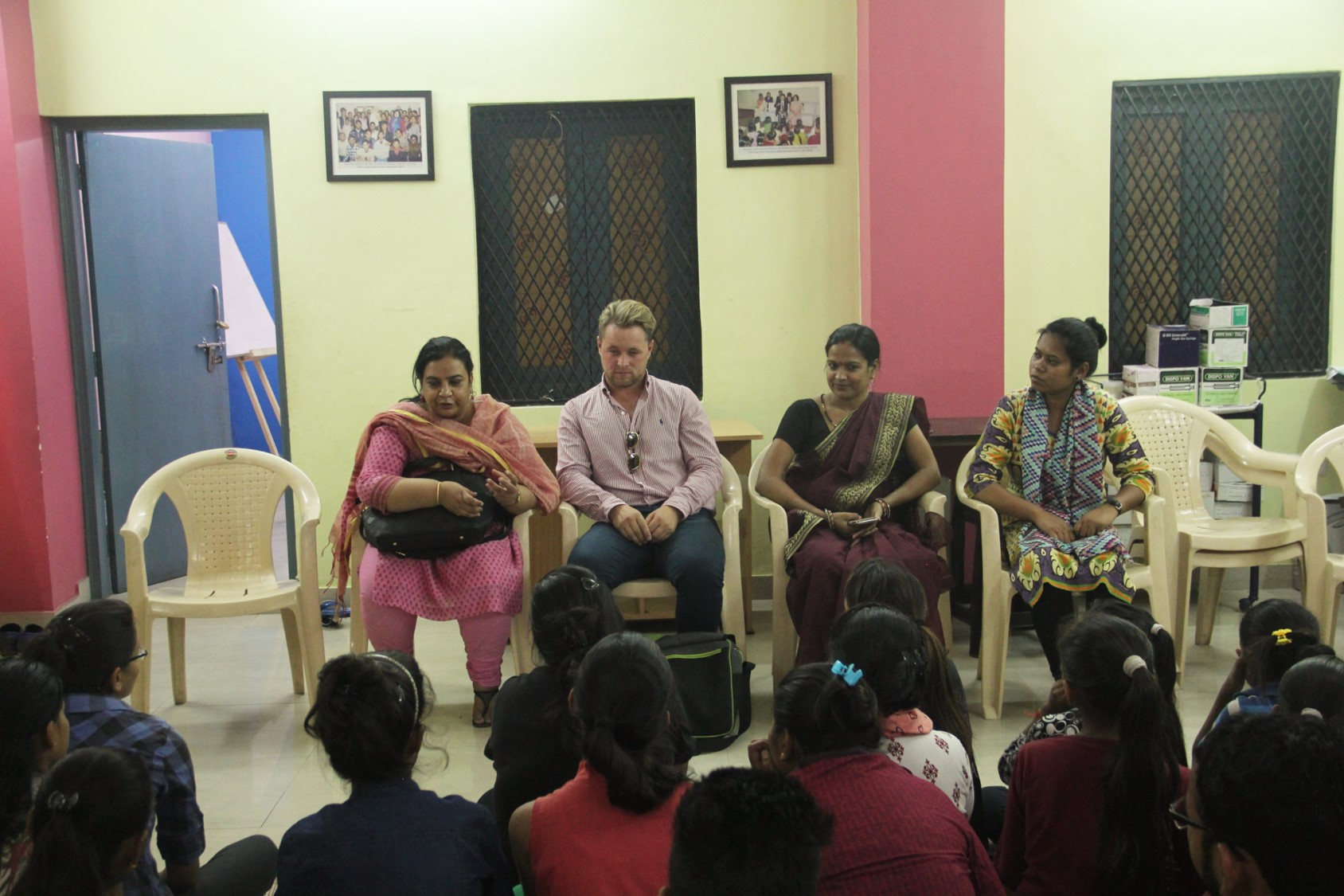 Alex Reese interacting with the Children's Association members at Ekta Vihar slum colony