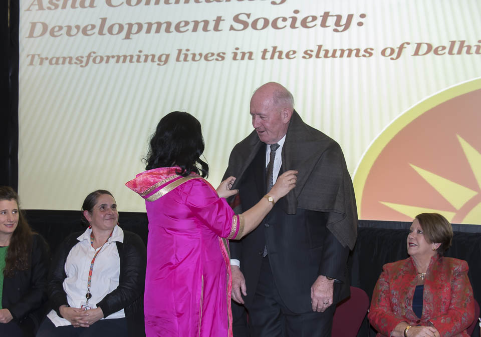 Dr Kiran presents a shawl to HE General the Hon Sir Peter Cosgrove, Governor General of Australia AK MC