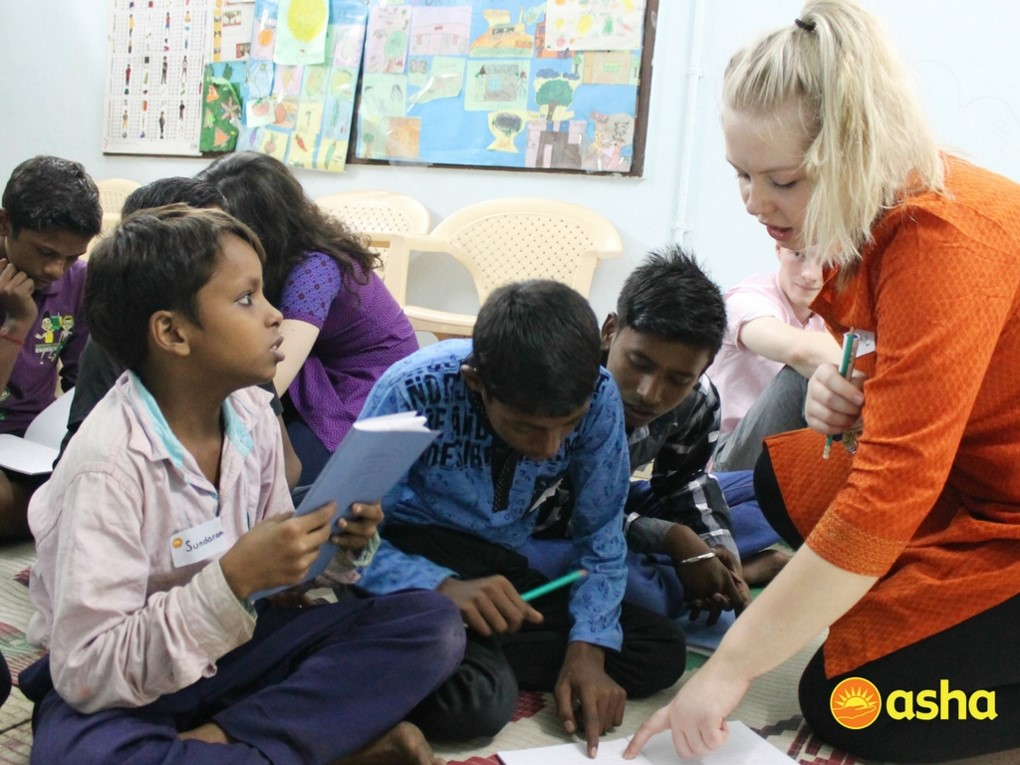 One of the Wallace students teaching Asha children.