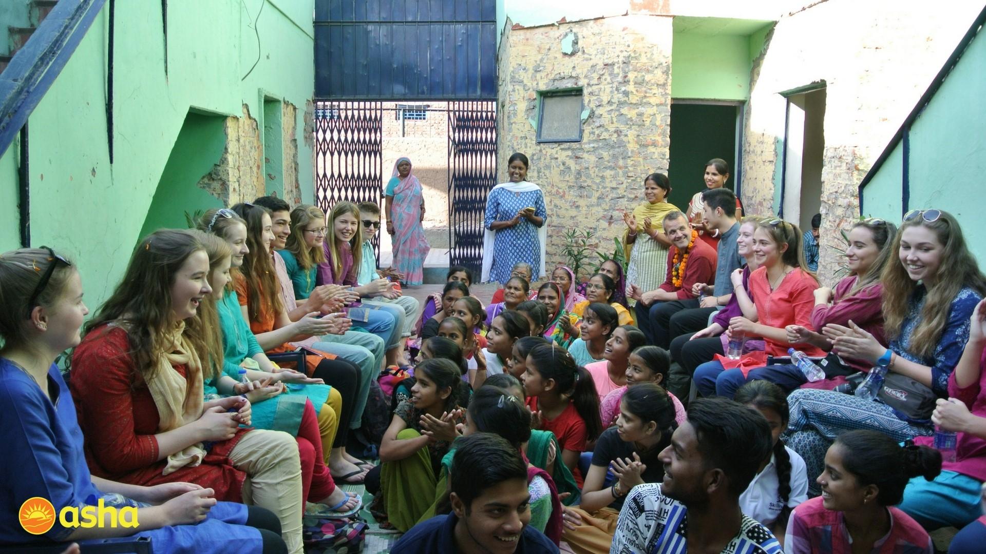 The team and Asha students at Kalkaji centre.