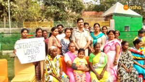 The Kalkaji team took the women out on a picnic where Station House Officer (SHO), Arvind Kumar was the chief guest.