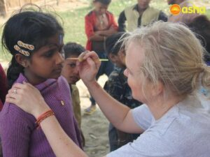 They involved the children of Seelampur slum colony in face painting activities.