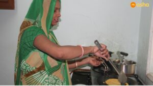 Paratha being cooked at Ekta Vihar by a member of Mahila Mandel