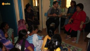Jeremy speaking to Asha Team members and Asha Students at Kusumpur Pahari slum community
