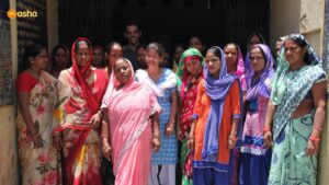 Jeremy with Mahila Mandal (Women's Association) at Asha slum- Kusumpur Pahari