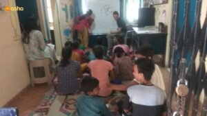 Jeremy conducting a class for Asha Students in Kusumpur Pahari slum